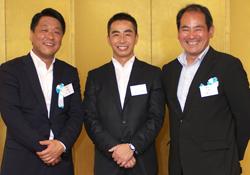 今回退任されたみなさん 左から 角前副議長、植村前議長、登藤前副議長