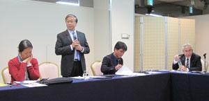 意見交換会にはアンベット・ユソンBWI本部書記長 (中央)、ジンソック・リー本部執行委員(左)、 アポリナー・トレンティノBWIアジア太平洋地域代表(右)が参加